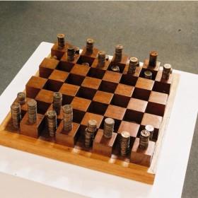 """""""Juego de ajedrez"""" 14 x 36 x 36 cm. Madera de cedro y centavos de dólar americano. Edición de 3 ejemplares + 1 P.A. 2004"""