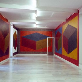 "Partial view from the exhibition by Sol Lewitt ""Wall Drawings"" at Juana de Aizpuru. Madrid, 1989"