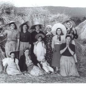 """""""Las segadoras"""" 1958. 61 x 91 cm. Fotografía en b/n. Edición de 12 ejemplares."""