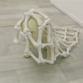 """Figura humana con manta"" 80 x 100 x 200 cm. Fibra de vidrio y poliester /Fiberglass and poliester. 2007"